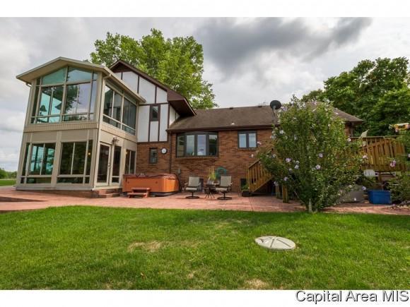 880 Walnut Knob, Petersburg, IL 62675 (MLS #177526) :: Killebrew & Co Real Estate Team