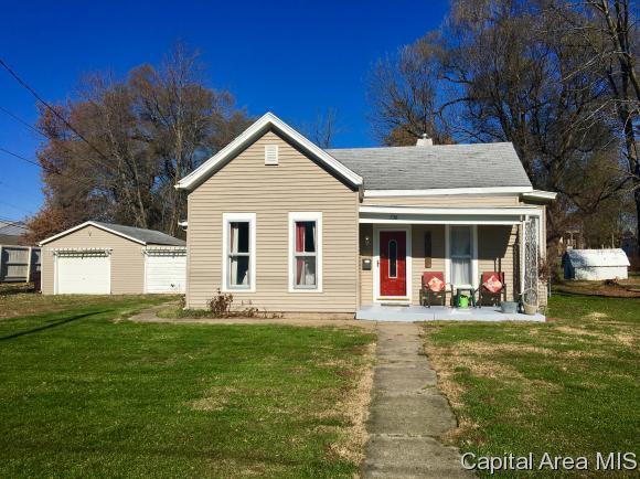 738 E College Ave, Jacksonville, IL 62650 (MLS #177639) :: Killebrew & Co Real Estate Team