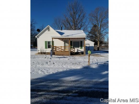 105 S 9TH ST, Riverton, IL 62561 (MLS #180000) :: Killebrew & Co Real Estate Team