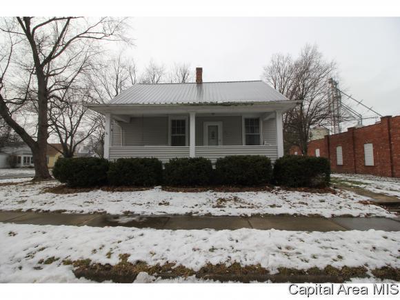 149 S Pine St, Williamsville, IL 62693 (MLS #180166) :: Killebrew & Co Real Estate Team