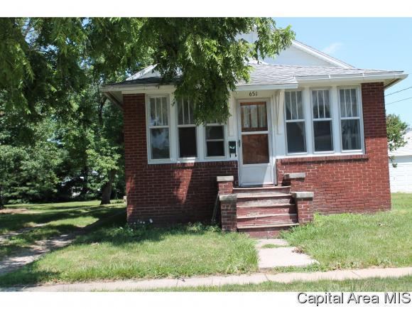 651 E 3RD ST, Galesburg, IL 61401 (MLS #180201) :: Killebrew & Co Real Estate Team