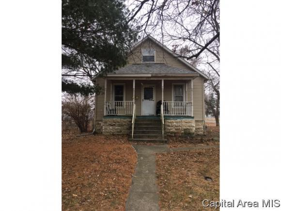 552 W Dean St, Virden, IL 62690 (MLS #180202) :: Killebrew & Co Real Estate Team
