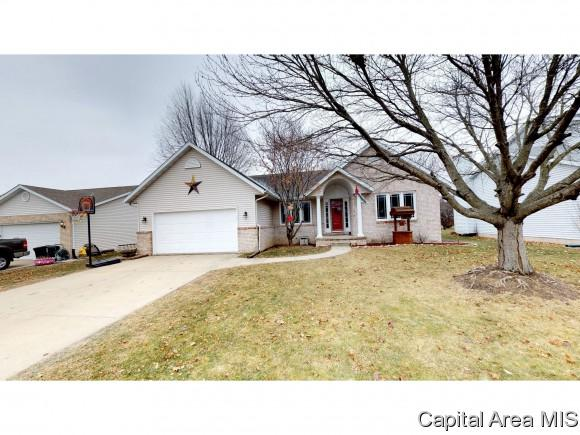 808 Chestnut Ct, Chatham, IL 62629 (MLS #180209) :: Killebrew & Co Real Estate Team