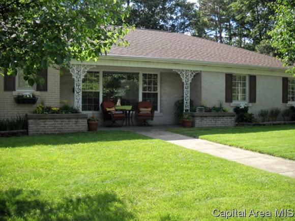 2009 Chatham Rd, Springfield, IL 62704 (MLS #180240) :: Killebrew & Co Real Estate Team
