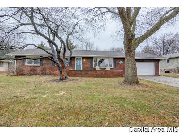 601 St. John Drive, Sherman, IL 62684 (MLS #180265) :: Killebrew & Co Real Estate Team