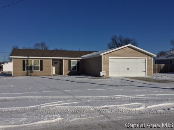 921 W Rich St, Taylorville, IL 62568 (MLS #180268) :: Killebrew & Co Real Estate Team