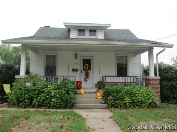 1215 S East St, Jacksonville, IL 62650 (MLS #180272) :: Killebrew & Co Real Estate Team
