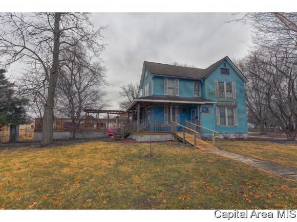 405 W Madison St, Girard, IL 62640 (MLS #180414) :: Killebrew & Co Real Estate Team