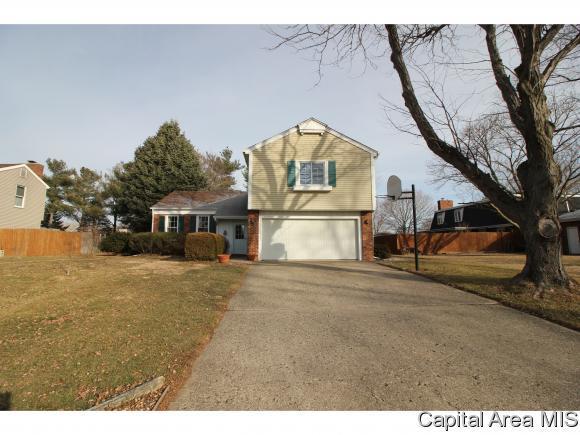605 Stonehill Dr, Sherman, IL 62684 (MLS #180500) :: Killebrew & Co Real Estate Team