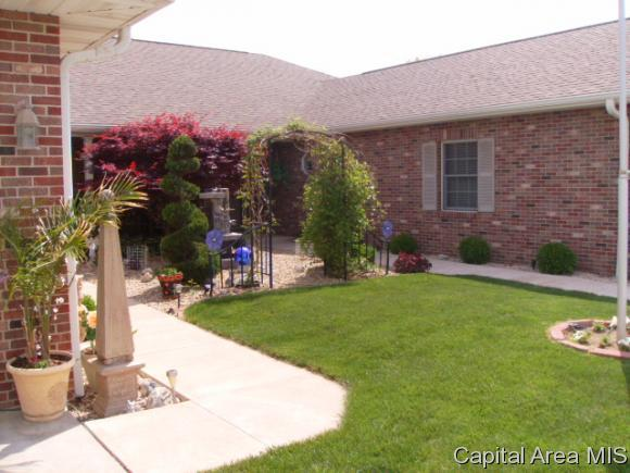 71 Alice Drive, Jacksonville, IL 62650 (MLS #180646) :: Killebrew & Co Real Estate Team