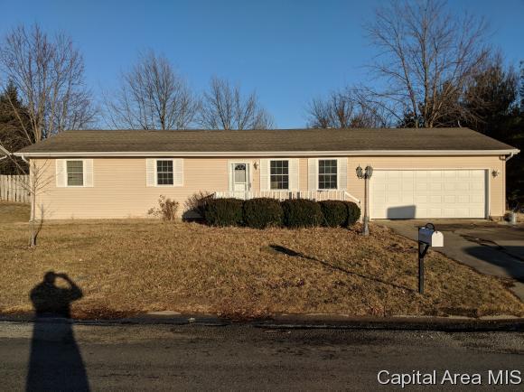 201 N Iris Dr, Auburn, IL 62615 (MLS #180762) :: Killebrew & Co Real Estate Team