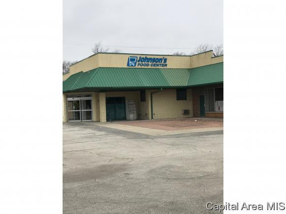 501 E Chestnut St, Mt Pulaski, IL 62548 (MLS #180776) :: Killebrew & Co Real Estate Team