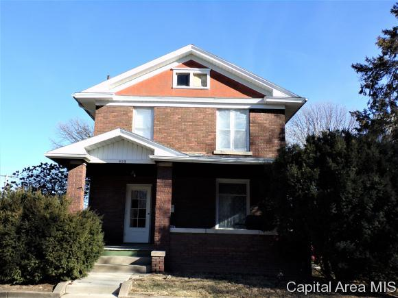 323 N 3rd St., Monmouth, IL 61462 (MLS #180872) :: Killebrew & Co Real Estate Team