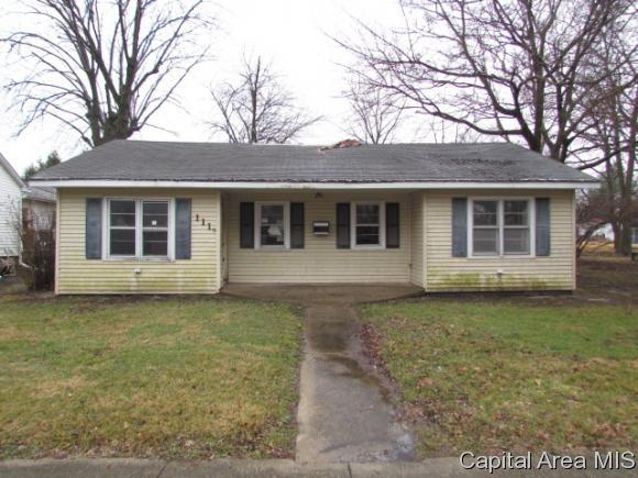 111 W Washington St, Girard, IL 62640 (MLS #180962) :: Killebrew & Co Real Estate Team