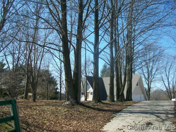 295 S Farmingdale Rd, New Berlin, IL 62670 (MLS #181030) :: Killebrew & Co Real Estate Team