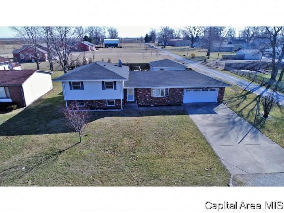 104 Bob-O-Link, Virden, IL 62690 (MLS #181178) :: Killebrew & Co Real Estate Team