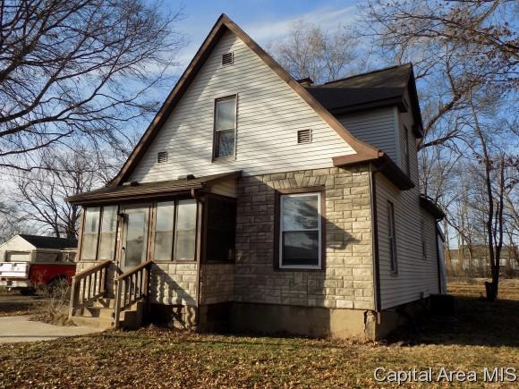 209 E Washington St, Athens, IL 62613 (MLS #181186) :: Killebrew & Co Real Estate Team