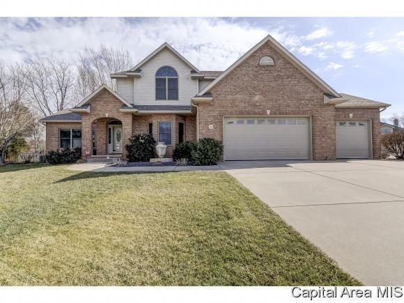 4 Woodland Trl, Rochester, IL 62563 (MLS #181215) :: Killebrew & Co Real Estate Team