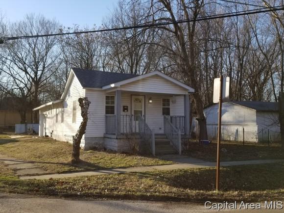 203 N Hobson, Virden, IL 62690 (MLS #181223) :: Killebrew & Co Real Estate Team