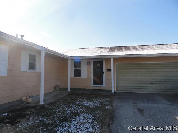 1916 Southview Ct, Jacksonville, IL 62650 (MLS #181251) :: Killebrew & Co Real Estate Team