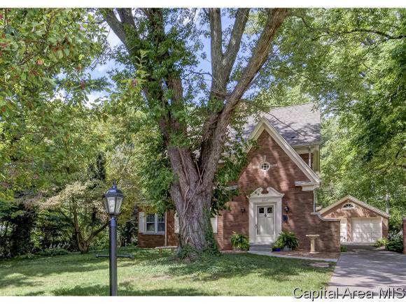 2217 S Wiggins Ave, Springfield, IL 62704 (MLS #181318) :: Killebrew & Co Real Estate Team