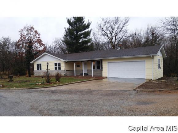 102 Sherwood, Carlinville, IL 62626 (MLS #181334) :: Killebrew & Co Real Estate Team