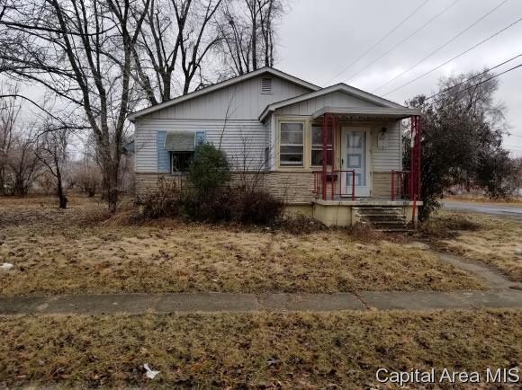 432 Anderson St, Carlinville, IL 62626 (MLS #181351) :: Killebrew & Co Real Estate Team