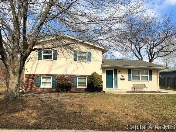 1905 Claremont Drive, Springfield, IL 62703 (MLS #181427) :: Killebrew & Co Real Estate Team
