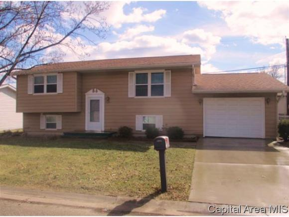 1107 Coronado W, Jacksonville, IL 62650 (MLS #181450) :: Killebrew & Co Real Estate Team