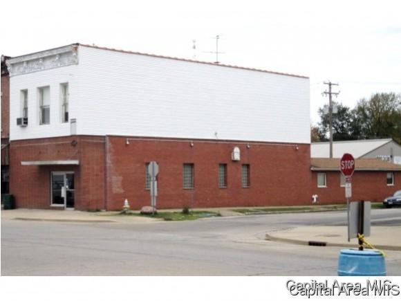 202 W Center St, Girard, IL 62640 (MLS #181519) :: Killebrew & Co Real Estate Team