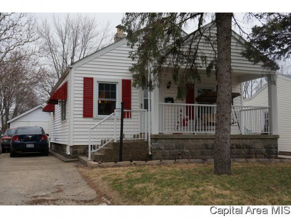 1526 E Cummins Ave, Springfield, IL 62702 (MLS #181558) :: Killebrew & Co Real Estate Team
