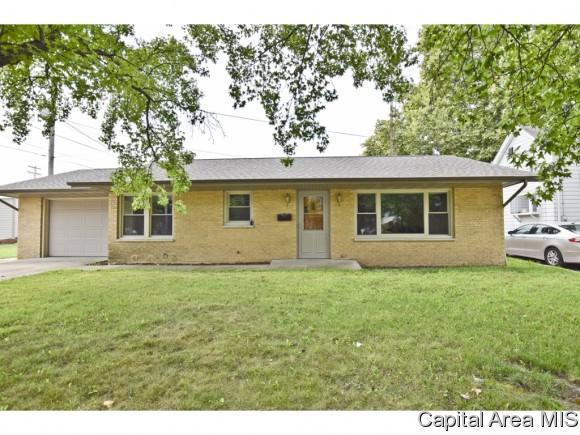 215 W Jefferson St, Girard, IL 62640 (MLS #181572) :: Killebrew & Co Real Estate Team