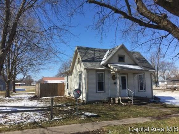 1002 S 8TH ST, Monmouth, IL 61462 (MLS #181683) :: Killebrew & Co Real Estate Team