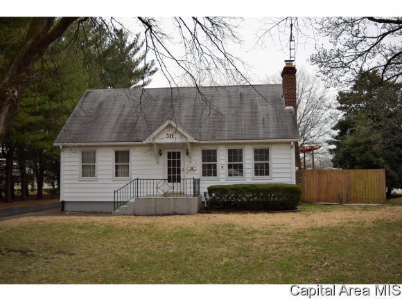 311 Vandalia, Jacksonville, IL 62650 (MLS #181775) :: Killebrew & Co Real Estate Team