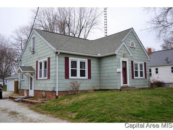 1617 Hardin Ave, Jacksonville, IL 62650 (MLS #181818) :: Killebrew & Co Real Estate Team