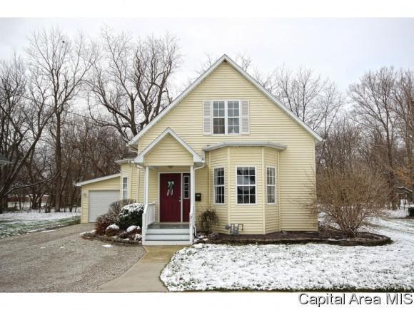 311 S 7th, Girard, IL 62640 (MLS #181872) :: Killebrew & Co Real Estate Team