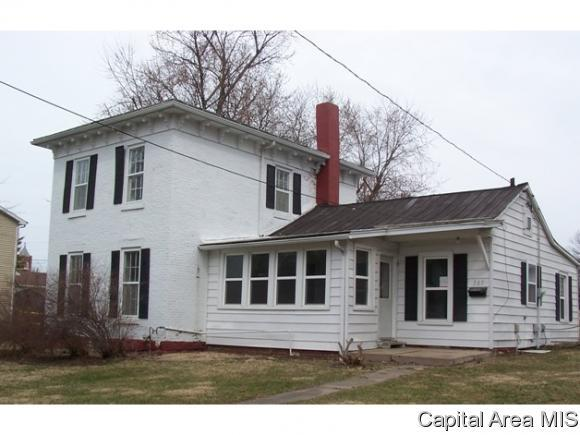 305 S Market St, Knoxville, IL 61448 (MLS #181906) :: Killebrew & Co Real Estate Team
