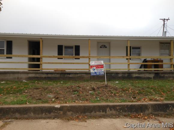 231 W Adams St, Pittsfield, IL 62363 (MLS #181946) :: Killebrew & Co Real Estate Team