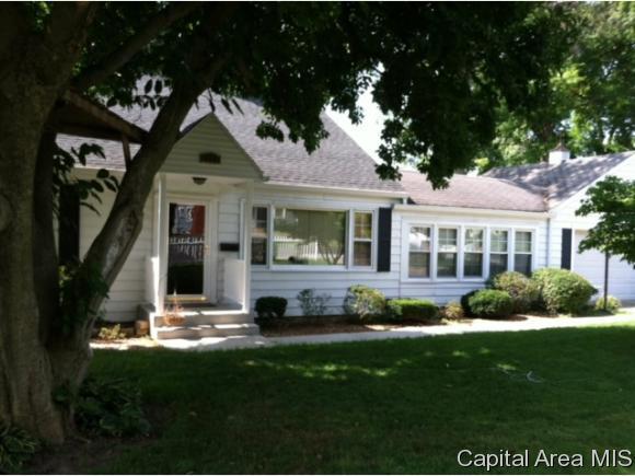 1205 Edgehill Rd, Jacksonville, IL 62650 (MLS #181986) :: Killebrew & Co Real Estate Team