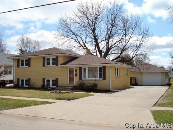 440 E Fifth Street, Galesburg, IL 61401 (MLS #181987) :: Killebrew & Co Real Estate Team
