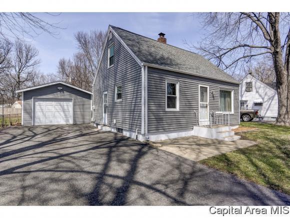 2131 E Hood St, Springfield, IL 62703 (MLS #181999) :: Killebrew & Co Real Estate Team