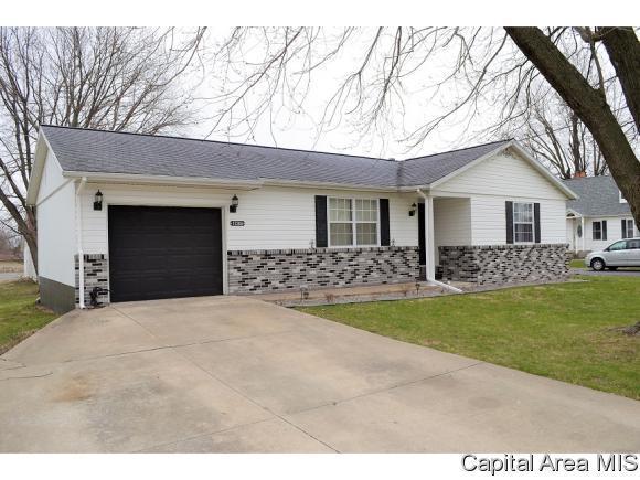 1738 S Diamond, Jacksonville, IL 62650 (MLS #182028) :: Killebrew & Co Real Estate Team