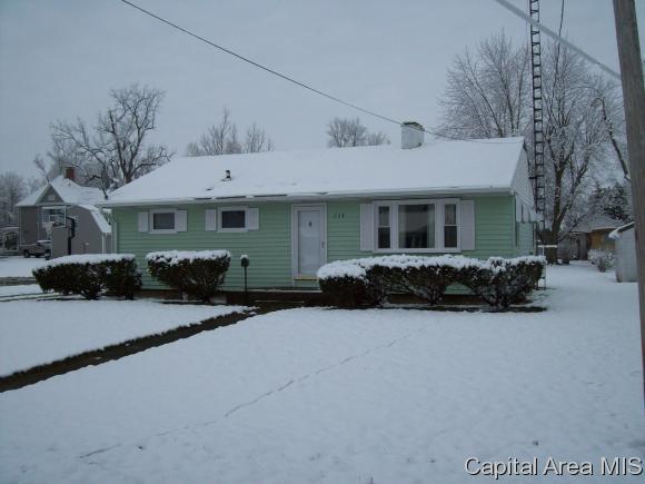 224 E Hardin, Winchester, IL 62694 (MLS #182037) :: Killebrew & Co Real Estate Team