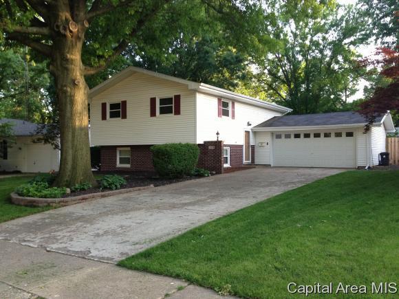 209 Cartwright Dr, Springfield, IL 62704 (MLS #182053) :: Killebrew & Co Real Estate Team