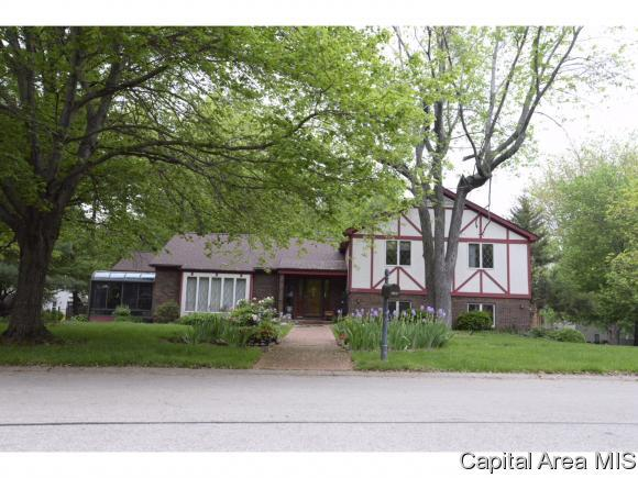 2105 Augusta Dr, Springfield, IL 62704 (MLS #182087) :: Killebrew & Co Real Estate Team