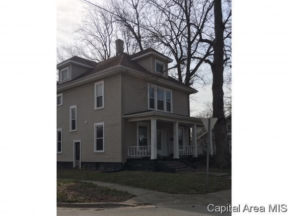 700 S Wyandotte St., Taylorville, IL 62568 (MLS #182112) :: Killebrew & Co Real Estate Team