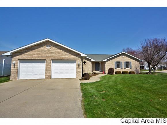 1017 Community Dr, Springfield, IL 62703 (MLS #182142) :: Killebrew & Co Real Estate Team