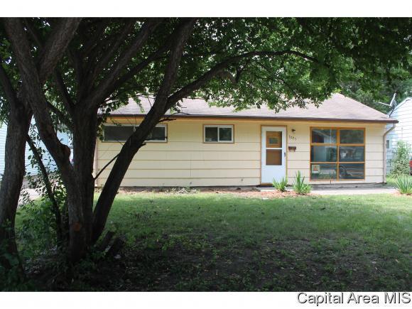 3305 Normandy, Springfield, IL 62703 (MLS #182160) :: Killebrew & Co Real Estate Team