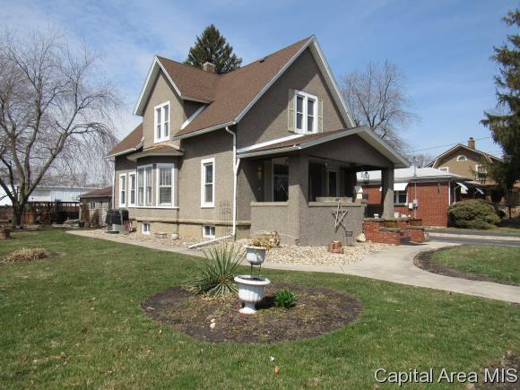 816 Monroe St, Galesburg, IL 61401 (MLS #182174) :: Killebrew & Co Real Estate Team
