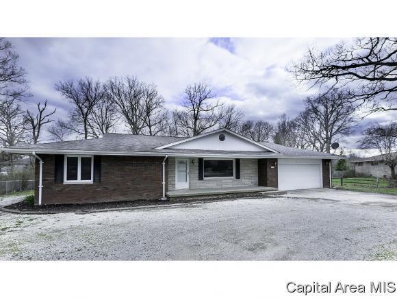4010 Lincoln Trl, Taylorville, IL 62568 (MLS #182218) :: Killebrew & Co Real Estate Team